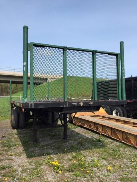 --- TRAILER PLATFORM FOR SMALL BUDGET ---  1974 CT FLAT-BED - #Stock: M2315 - Dimensions: 24 feet - Sitting number: 2 - Suspension: springs - Axle spacing: 52 inches - Tires: 11R22.5 - Wheels: Spoke wheels - Equipment: Belts and teneters - Price on request only  Please note that we have two places where trailers can be, either in Lévis or Saint-Georges. We suggest that you contact one of our experienced advisors to be aware of the geolocation of the trailer before traveling.