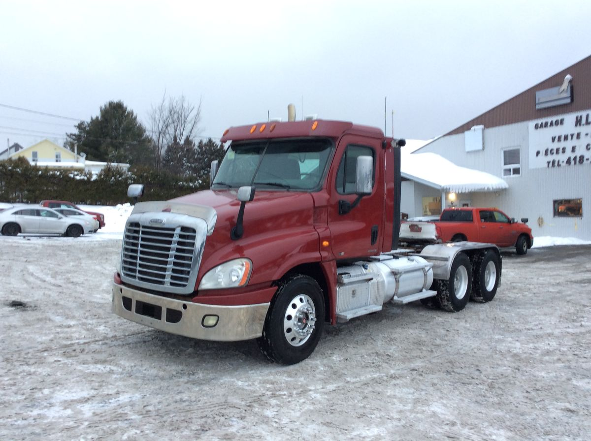 *** NEW ARRIVAL, IN PREPARATION ***  2011 FREIGHTLINER CASCADIA - No stock: F1028 - Exterior color: Bourgogne - Odometer (km): 938,667 - Brakes: Air - Axle exchange: 55 inches - Front axle: 13,200 lbs - Rear axle: 46,000 lb - Differential: 46,000 lb - Traction: complete locking - Wheelbase: 200 inches - Front wheels: aluminum - Rear tires: 11R22.5 - Suspension: Air - CA: 126 inches - GVWR: 59,200 lb - Chassis: Simple - Jacob: Yes - Engine: DD15 14.8L - Power: 560 hp - Couple: 2000 - Transmission: 18 Speeds - S.A.A.Q .: valid until SEPTEMBER 2020 - Price on request only  Note that we have two places where vehicles can be located, in Lévis or Saint-Georges. Please contact one of our advisers to be informed of the location of the vehicle before traveling.