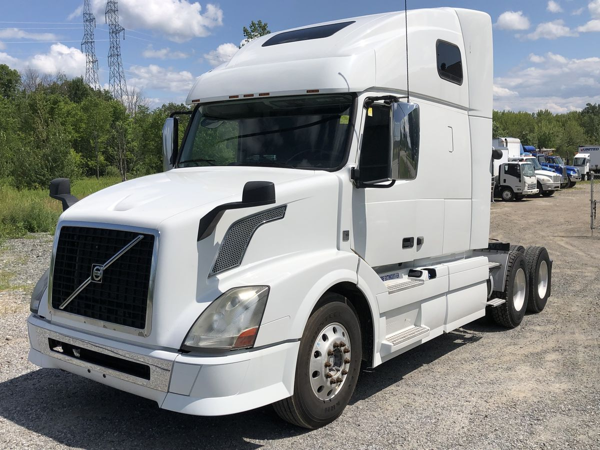 2013 Volvo 670 D13-425, Auto transmission I-shift, 12,500/40,000  alum wheels, 22.5 tires, 1,142,000Km, super clean, certify