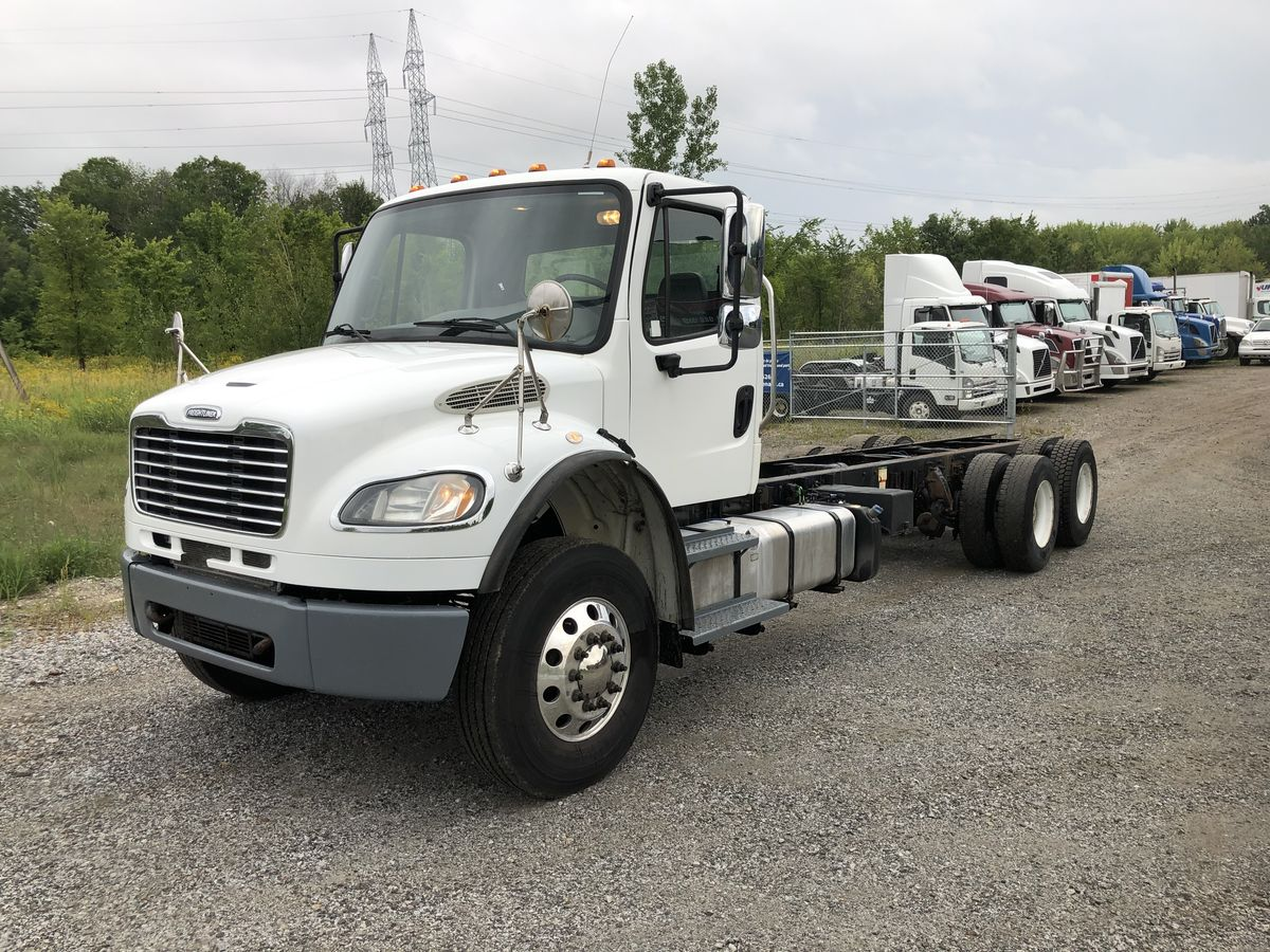 2013 Freightliner M2-106 Cummins ISC-350, FRO11210B, 14,700/40,000 axles 46,000LB air suspension, AL46, Full lock diff, 269''WB, 204''CA double frame, safety